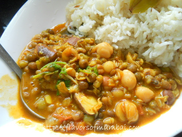 Mixed Sprouts Curry, How to make Mixed Sprouts Curry Recipe