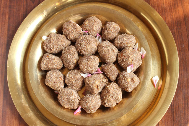 Ragi Wheat Ladoo, How to make Ragi Ladoo – Navratri Sweets