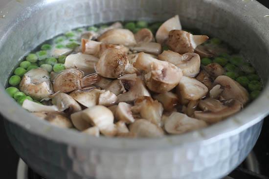 Mushroom Matar Makhani (1)