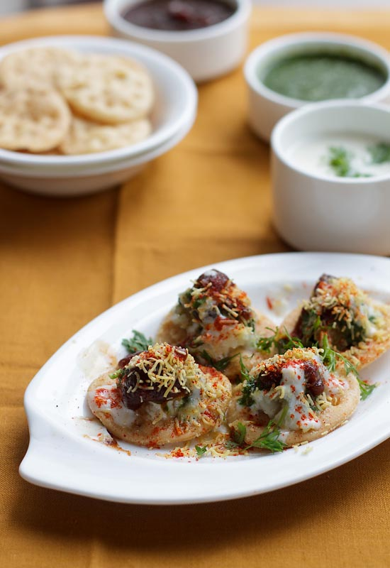 Dahi Papdi Chaat Recipe, How to make Dahi Papdi Chaat Recipe | Mumbai Streetfood Recipes