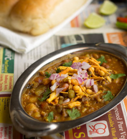 Misal Pav Recipe, How to make Mumbai Misal Pav Recipe | Mumbai Streetfood
